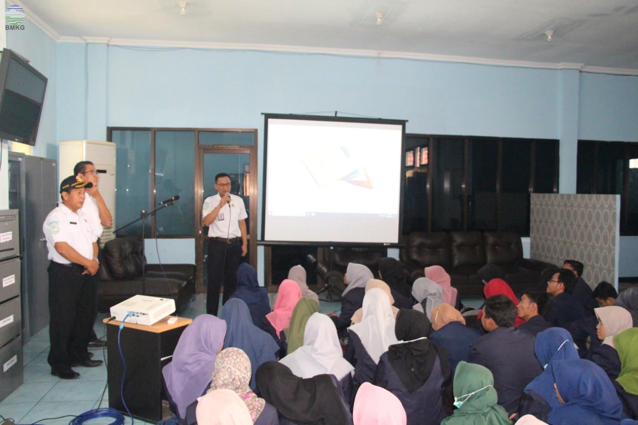 Stasiun Meteorologi Maritim Tanjung Perak Terima Kunjungan dari Universitas Trunojoyo Madura