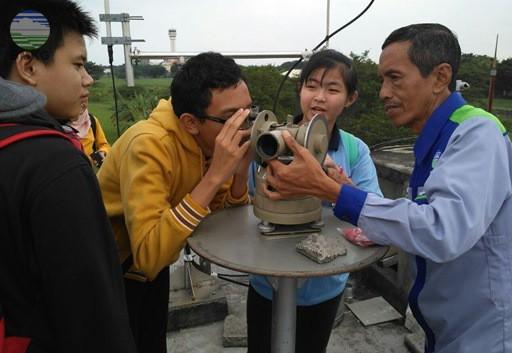Siswa  Homeschooling Kak Seto Kunjungi Stasiun Meteorologi Juanda Surabaya