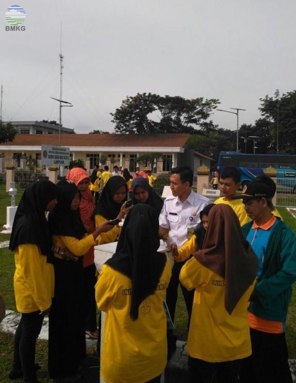 Siswa MTS Ikhlas Beramal Metro Kunjungi Stamet Kelas I Radin Inten II Lampung