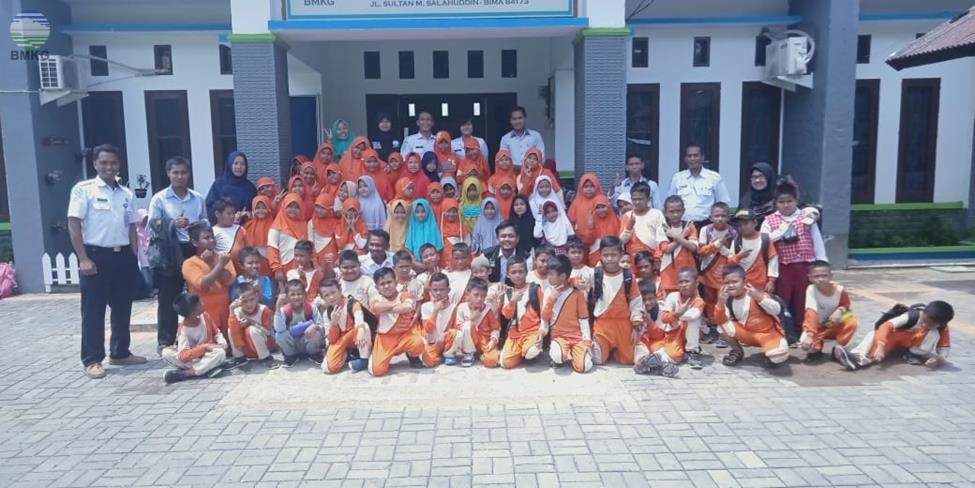 Kunjungan  di Stasiun Sultan Muhammad Salahuddin Bima