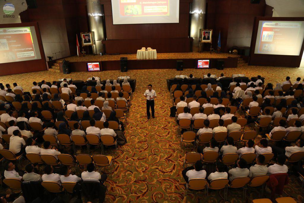 Sestama BMKG Bekali Pegawai Tugas Belajar STMKG