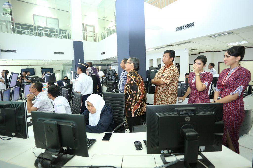 Kunjungan Kepala KNKT, Warek IV Undip, dan President Lion Group Ke Ruang Operasional Meteorologi BMKG
