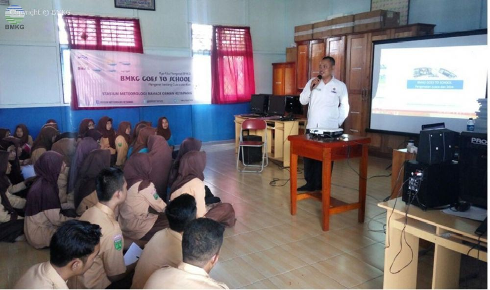 "BMKG Ketapang Goes to School ""Diseminasi Pengetahuan Cuaca dan Iklim Bagi Pelajar di Ketapang"""