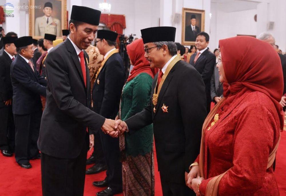 Presiden Jokowi Anugerahkan Tanda Kehormatan Kepada Kepala BMKG