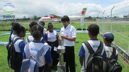 """Stamet Kelas 1 Sentani Jayapura:  """"Belajar Bersama BMKG"""" 30 Siswa SMPN 03 Dosai Kabupaten Jayapura"""