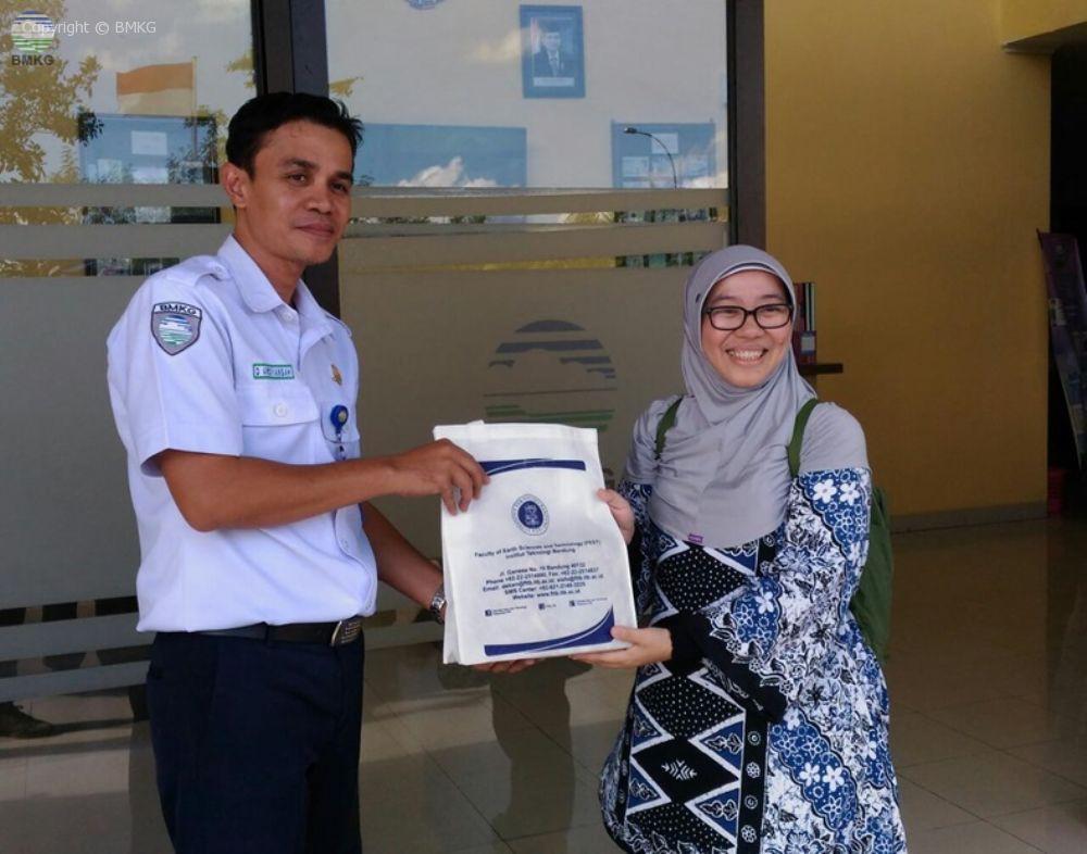 Kunjungan Mahasiswa S2 dan S3 ITB di Stasiun Meteorologi Bandara Internasional Lombok