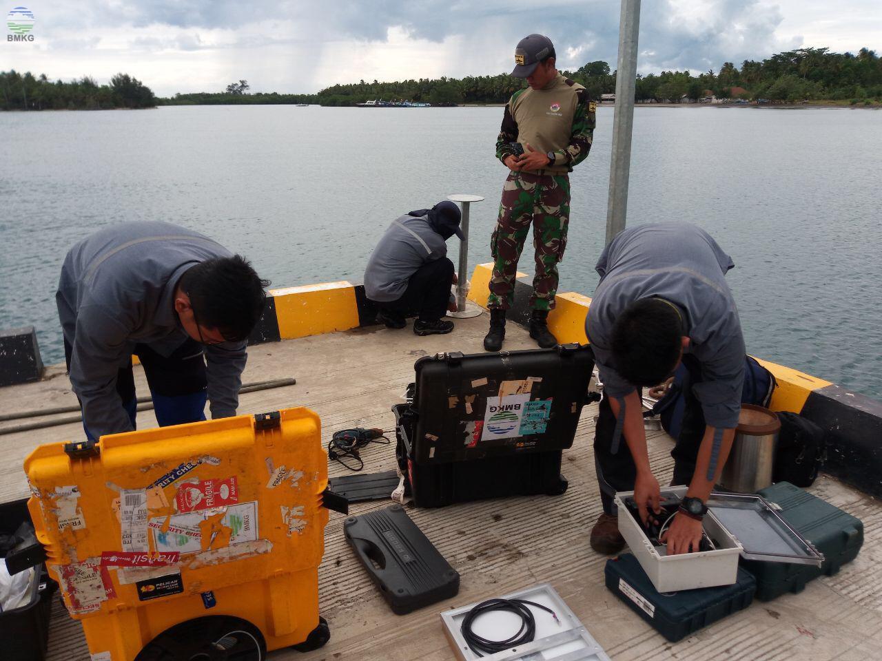 BMKG Memasang Alat Pengukur Ketinggian Air di Pulau Sebesi