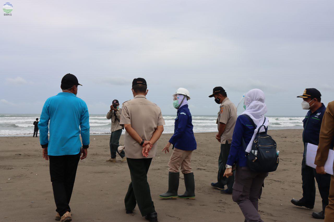 Kepala BMKG Meninjau Kesiapan Mitigasi Tsunami di Kabupaten Cilacap
