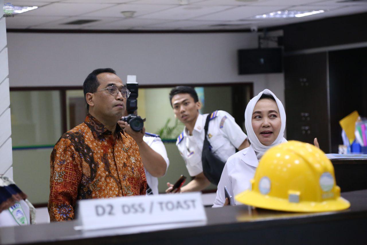 Bahas Dampak Abu Vulkanik Gunung Merapi, Menteri Perhubungan Kunjungi BMKG