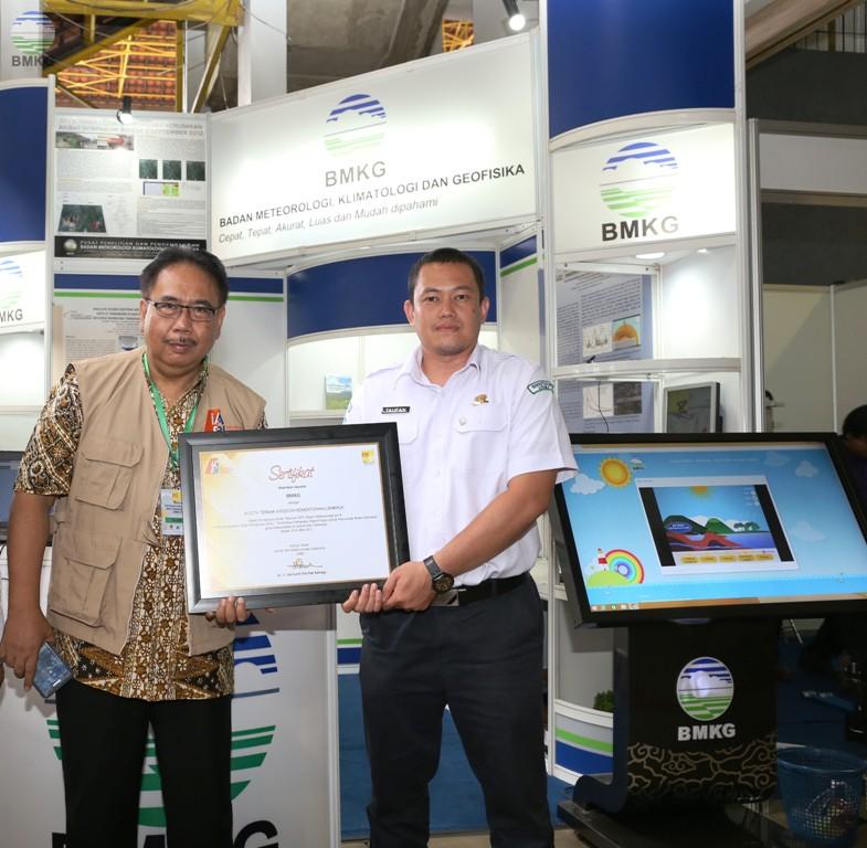BMKG Raih Penghargaan Booth Terbaik Kategori Kementerian / Lembaga pada PIT-4 IABI