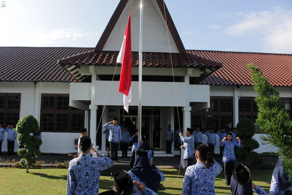 Upacara Peringatan Hari Pahlawan di Kantor Balai Besar MKG Wilayah I dan IV