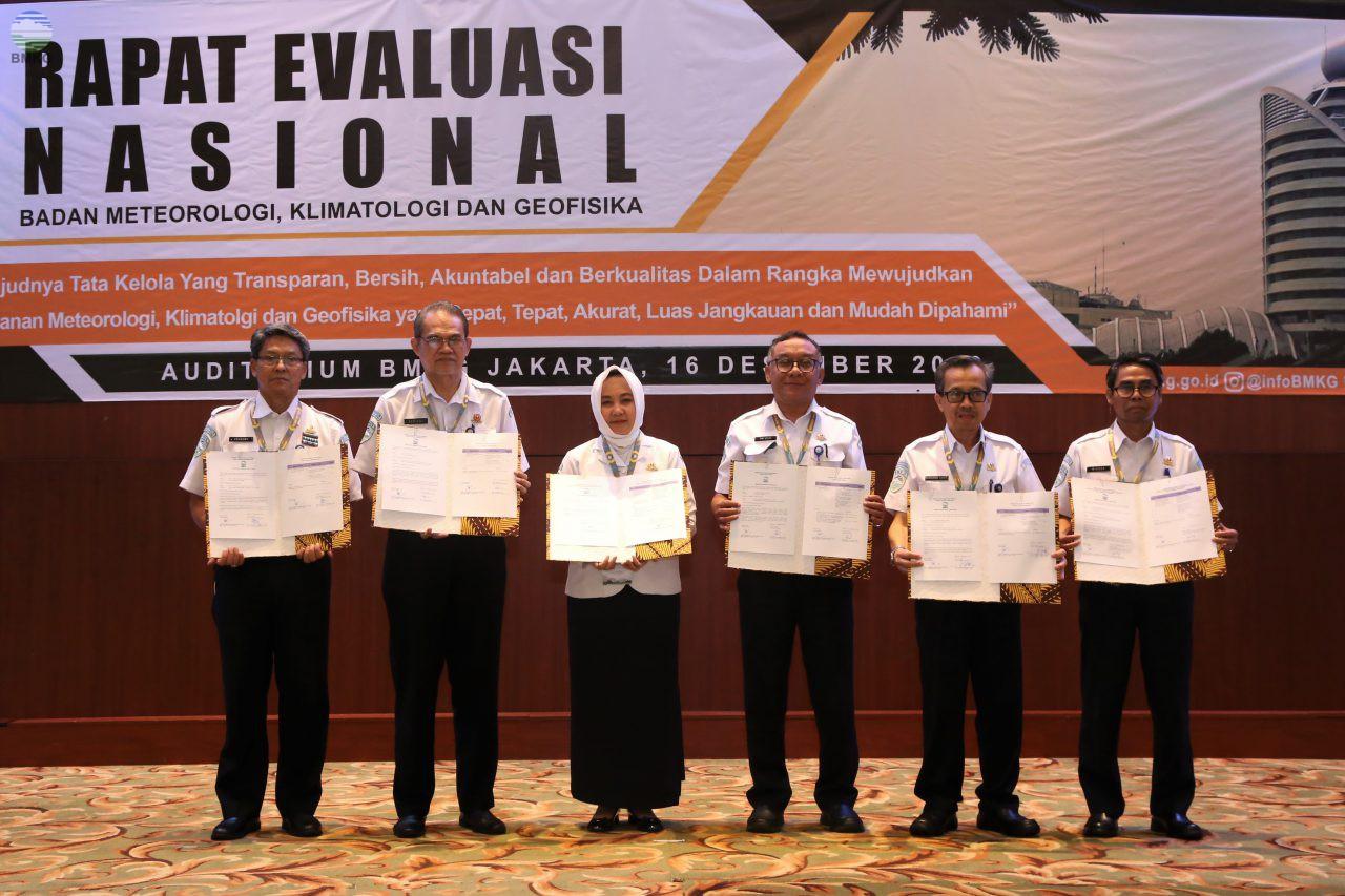 Kepala BMKG Serahkan DIPA - POK Tahun 2020 dalam Rapat Evaluasi Nasional 2019
