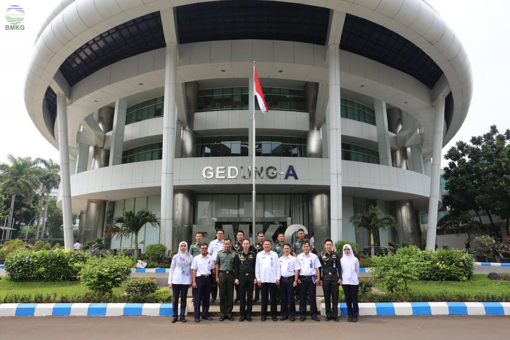 Visitasi Perwira Menengah Angkatan Darat Indonesia dan Thailand