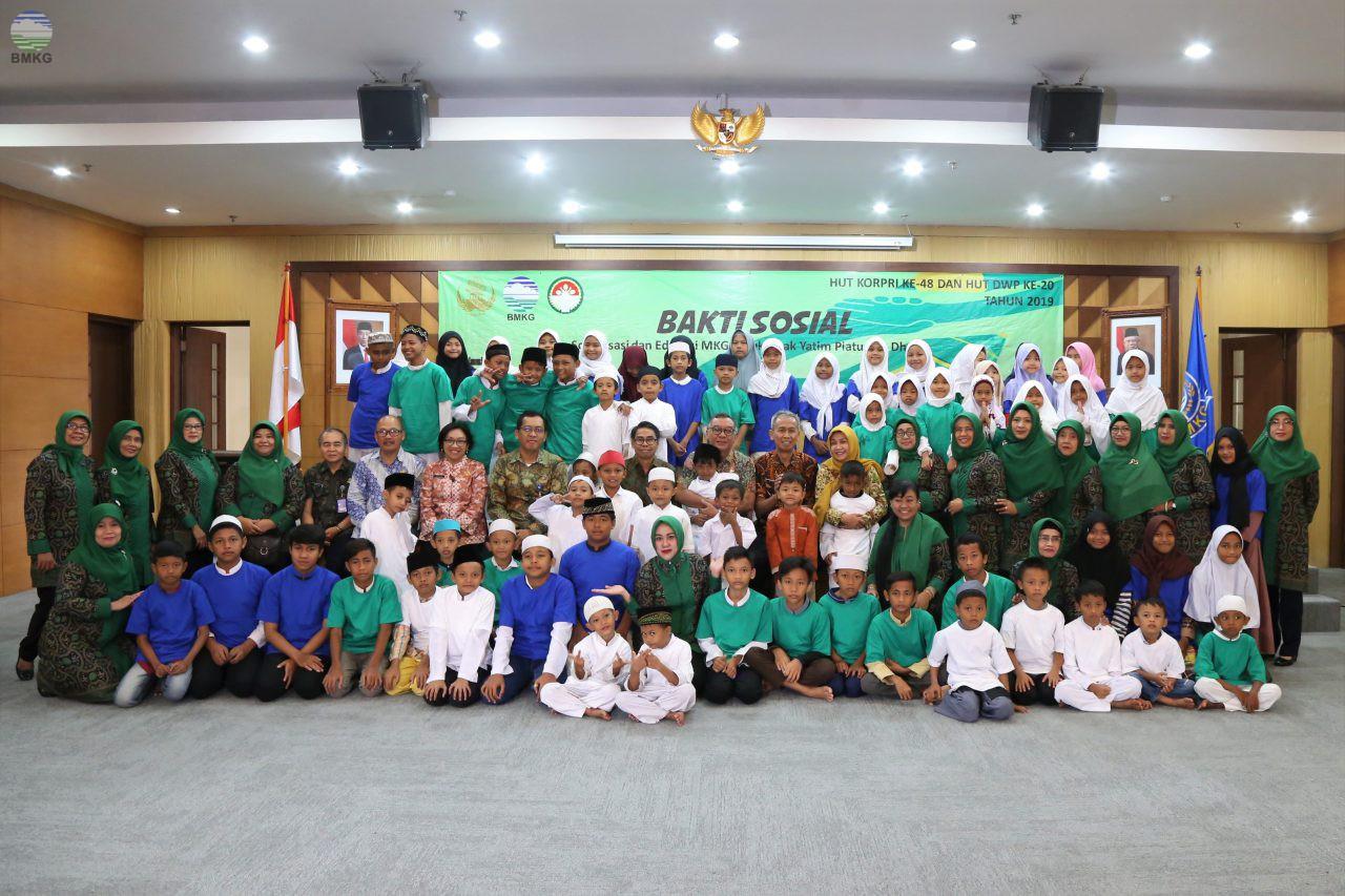 DWP BMKG Beri Santunan dan Edukasi MKG Pada Anak Yatim Piatu - Dhuafa