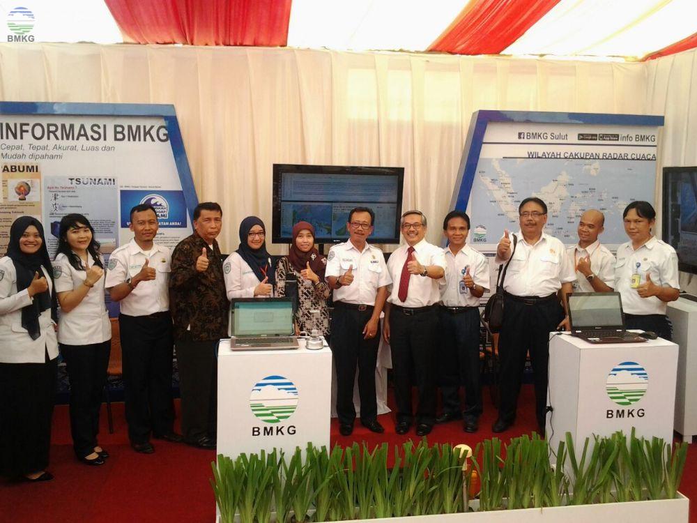 Kepala BMKG dan Pejabat Daerah Provinsi Sulut Kunjungi Booth BMKG