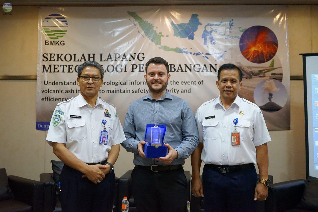 Informasi BMKG untuk Penanganan Abu Vulkanik dalam Sekolah Lapang Meteorologi Penerbangan