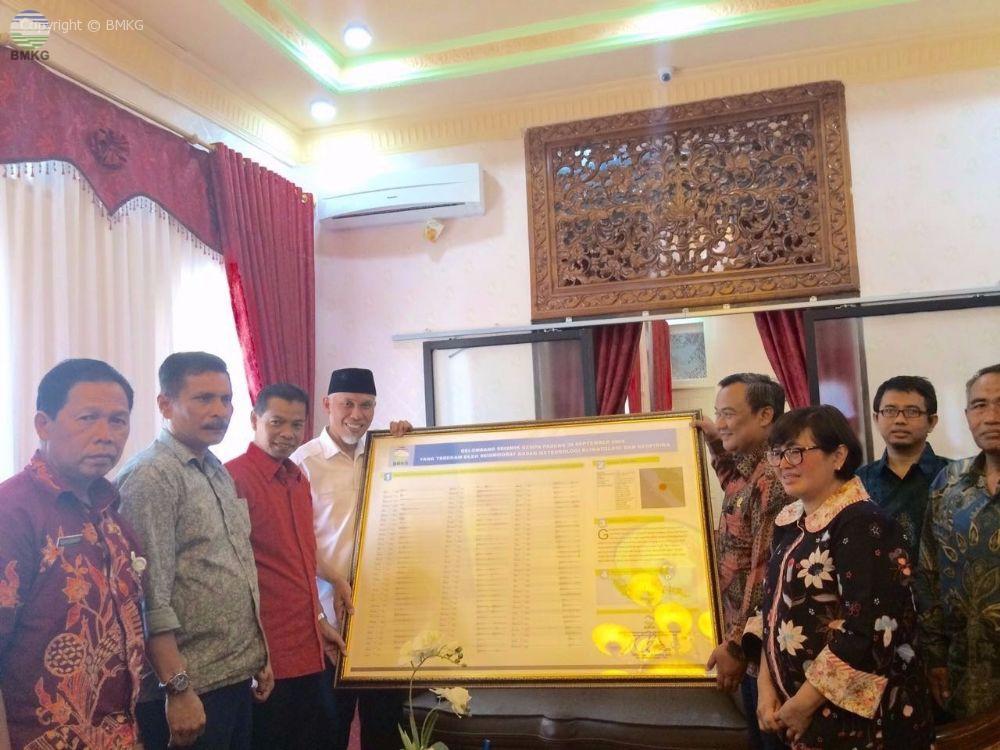 Peringatan Tujuh Tahun Gempa Padang Stageof Padang Panjang Serahkan Record Signal Gempa