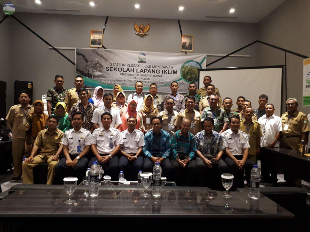 Kepala Dinas Pertanian Tanaman Pangan dan Hortikultura Membuka SLI Staklim Mempawah