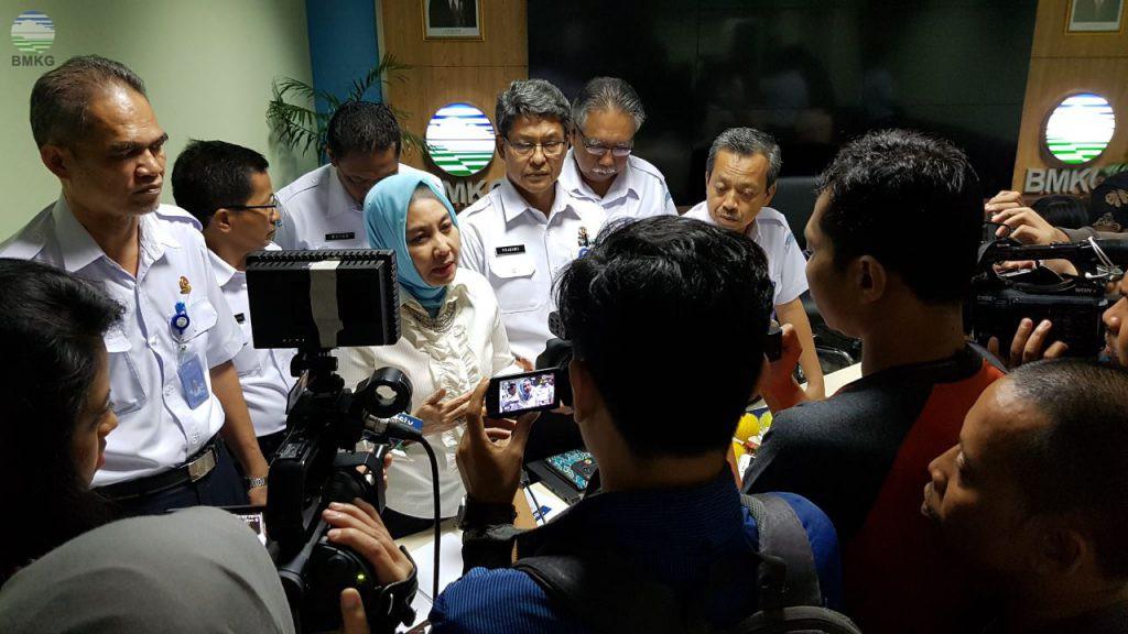 """Indonesia Supermarket Bencana """"Hujan Lebat Sambut Natal 2017 dan Tahun Baru 2018"""""""