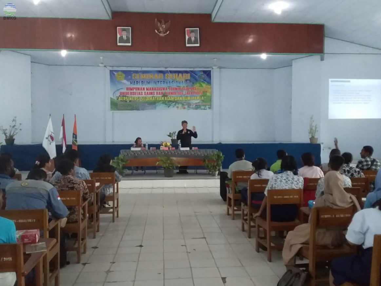 Seminar Sehari Peringatan Hari Bumi di Universitas Sains dan Teknologi Jayapura