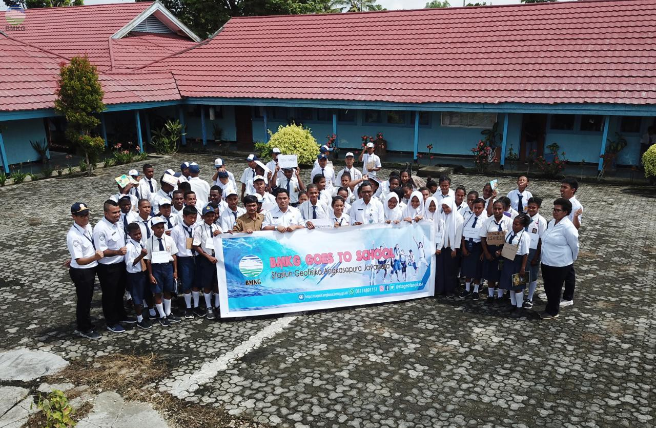 Stasiun Geofisika Angkasa Pura Jayapura Goes To School