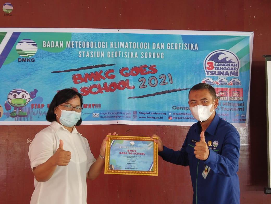 Kenalkan Potensi Ancaman Gempabumi dan Tsunami,  Stageof Sorong Lakukan Goes To School