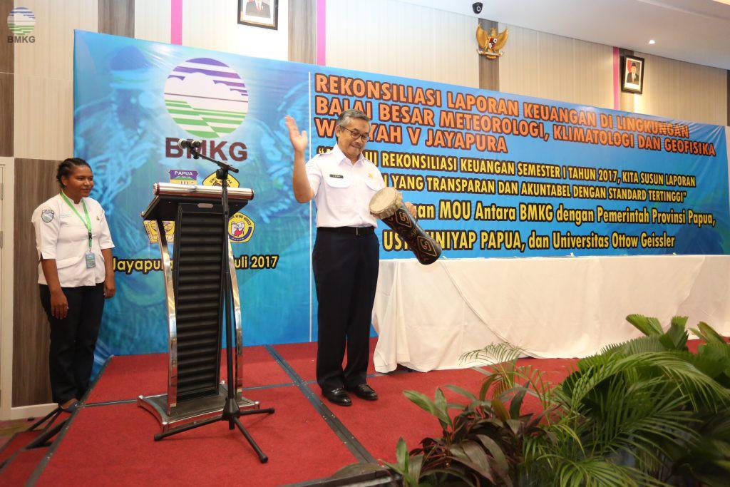Kepala BMKG Membuka Kegiatan Rekonsiliasi Keuangan Semester I Balai Besar MKG Wilayah V Jayapura