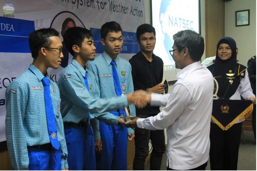Deputi Instrumentasi Kalibrasi Rekayasa dan Jaringan Komunikasi BMKG membuka Seminar Nasional Bumi dan Atmosfer STMKG