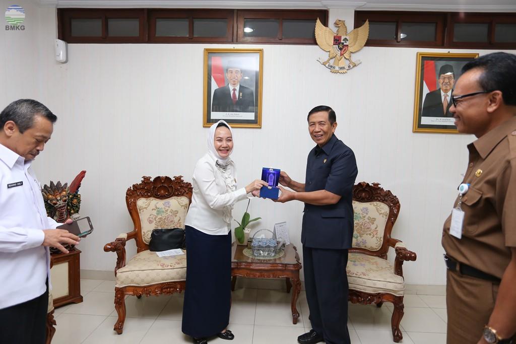 BMKG Hibahkan 9 Unit Sirine Peringatan Dini Tsunami Kepada Pemerintah Prov. Bali