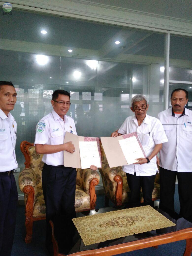 Penandatanganan MOU antara Staklim Deli Serdang dengan Radio Pro 1 RRI Medan