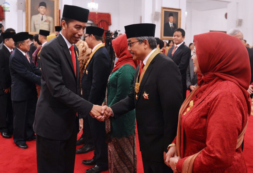 Director General of BMKG Receives Medal of Honor From The Indonesian President