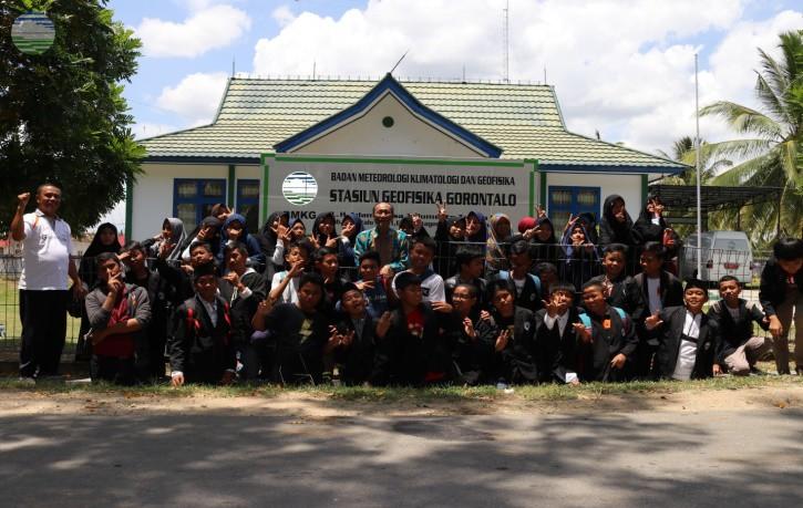 Sekolah MTS Al Islah Gorontalo Mengadakan Kunjungan ke Stasiun Geofisika Gorontalo